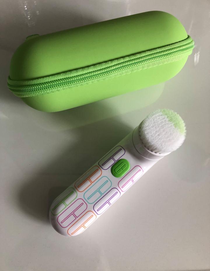 J'ai testé la brosse nettoyante sonique de chezClinique