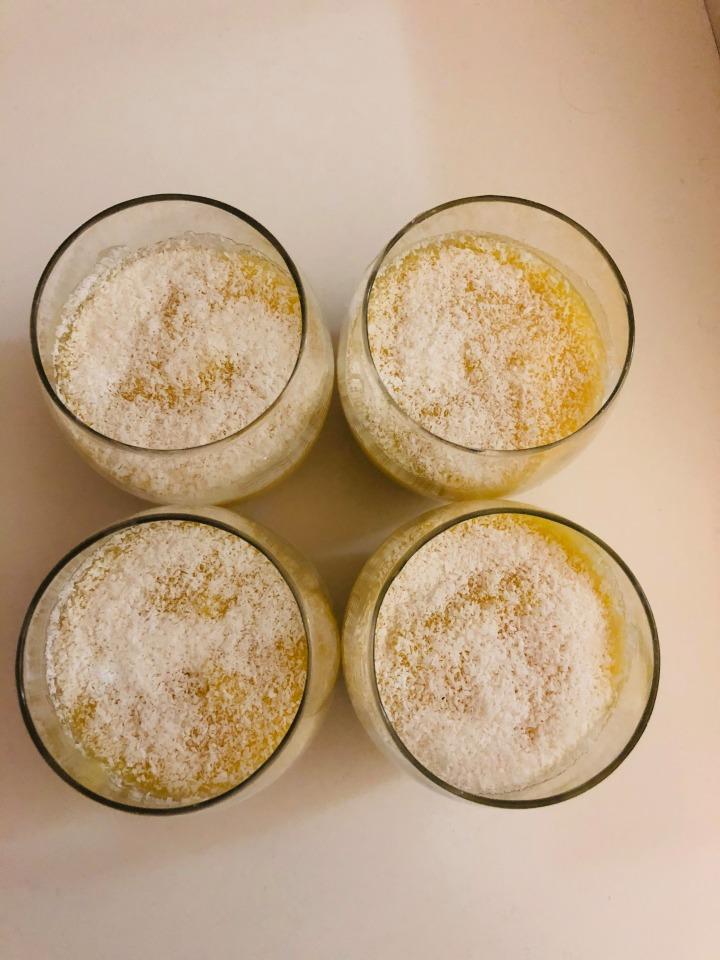 Verrine crème fruits de la passion et noix de cocorâpé